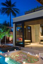 Villa bath and jacuzzi